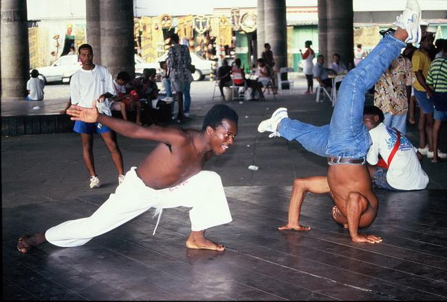 רקדני קפוארה בבהיה. צילום: גילי חסקין