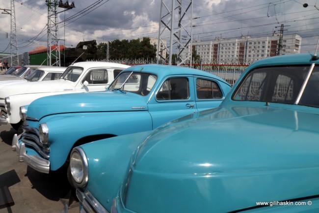 אוסף מכוניות ישנות במוזיאון הרכבות בנובוסיבירסק- צילום: גילי חסקין
