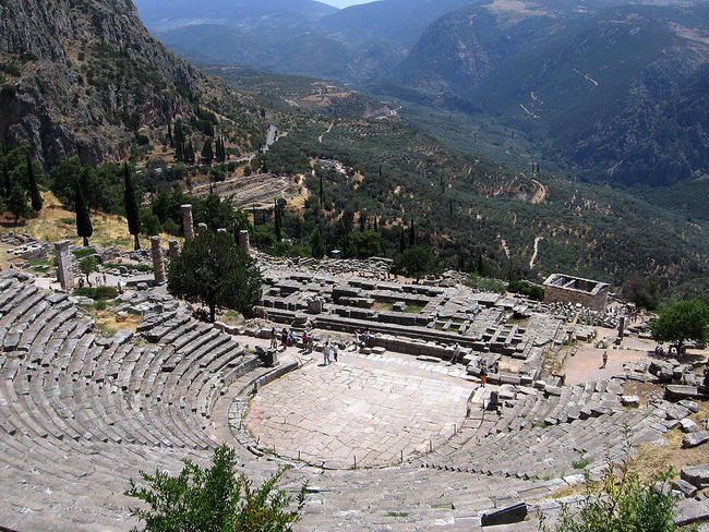 התיאטרון של דלפי. באדיבות ויקיפדיה