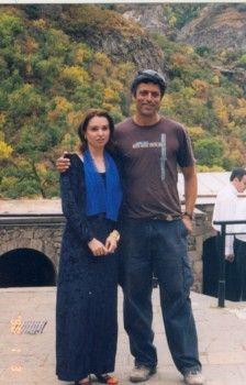 עם נערת מקהלה ארמנית
