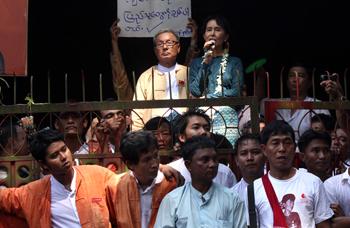 סו צ'י נואמת לאחר שחרורה