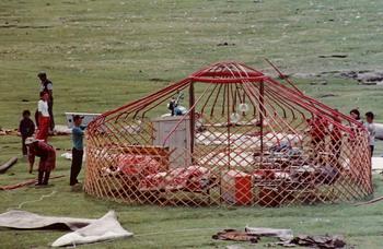 בניית גר - אוהל נוודים מונגולי