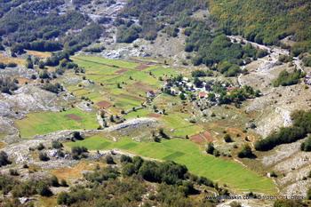 העמק למרגלות הר לובצ'ן