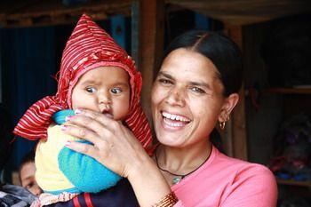 אשה נפאלית ותינוקה, סמוך לסרנקוט