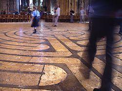 הלבירינט ברצפת הקתדרלה בשארטר