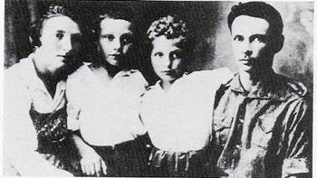 מנחם אלקינד, אשתו ושני בניו