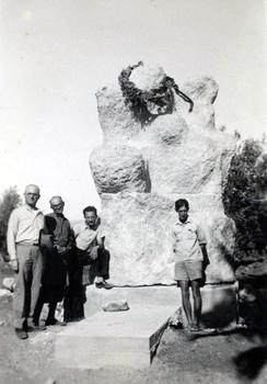 האנדרטה לאחר הקמתה