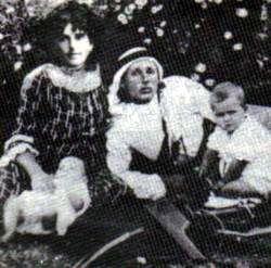 יוסף לישנסקי עם משפחתו