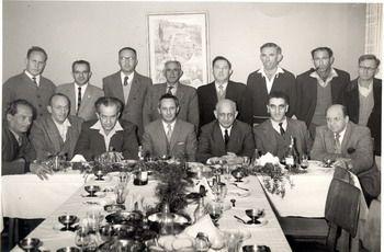 חסקין (יושב שלישי משמאל