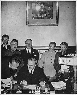 הסכם ריבנטרופ-מולוטוב