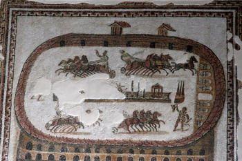 פסיפס רומאי המתאר מרוצי מרכבות