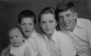 האחים לבית חסקין, 1945