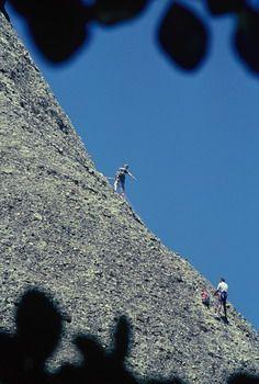 מטפסי צוקים סביב מונסראט