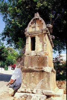 קבר ליקי בקאש