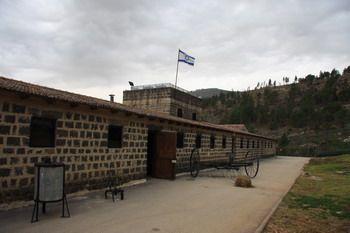 החצר של כפר גלעדי