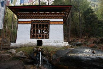 גלגל תפילה בכוח המים