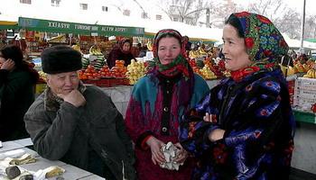 נשים ץורכחמניות בשוק באשחבאד