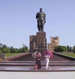 פסל תימור בעירו שחריזבס
