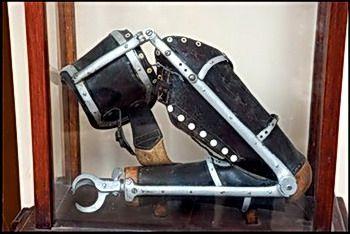 הפרוטזה של טרומפלדור במוזיאון בתל יוסף
