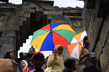 מבקרים בבורובודור