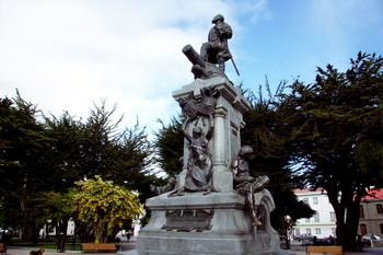 פסל של מגלן בפונטה ארנס
