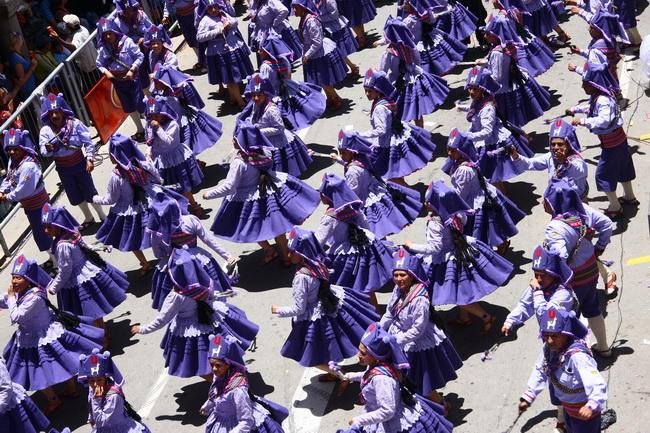 מצעד הקבוצות המנצחות של בתי הספר לסמבה, בקרנבל של ריו דה ז'ניירו. צילם: גילי חסקין
