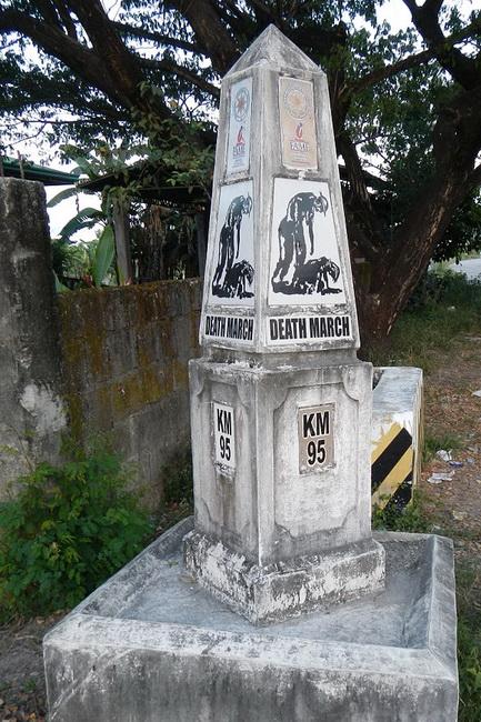 אנדרטה לזכר מסע המוות שך באטאאון. באדיבות Wikipedia