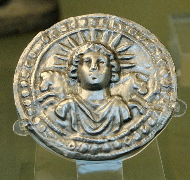 מטבע ובו דיוקנו של אל השמש הרומי. באדיבות Wikipedia