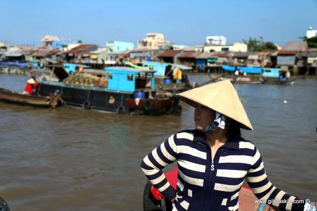 השוק הצף בקאי ראנג, הדלתא של המקונג, וייטנאם. צילום: גילי חסקין