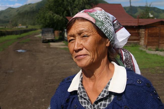 בת אלטאי. בכפר טונגור. רפובליקת אלטאי, רוסיה. צילום: גילי חסקין