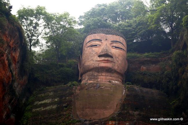 דאפו - פסלוה גדול של בודהא, בלשאן. צילם גילי חסקין