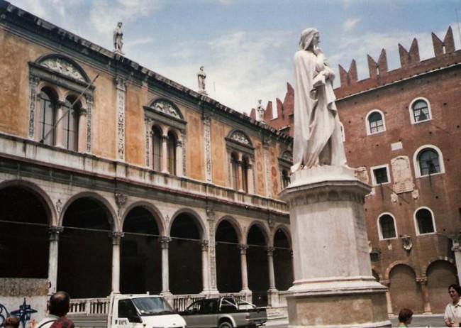 טיול לאיטליה - פסל דנטה בורונה