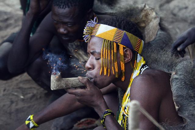 טיול לטנזניה - בני שבט ההדזבה. צילום: גילי חסקין; פברואר 2013