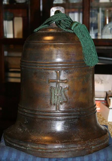 פעמון יפני בכנסיה ישועית