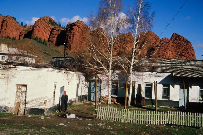 טיול לקירגיזסטן - ג'טי אוגוס - שבעת השוורים. צילום: גילי חסקין; ספטמבר 2000