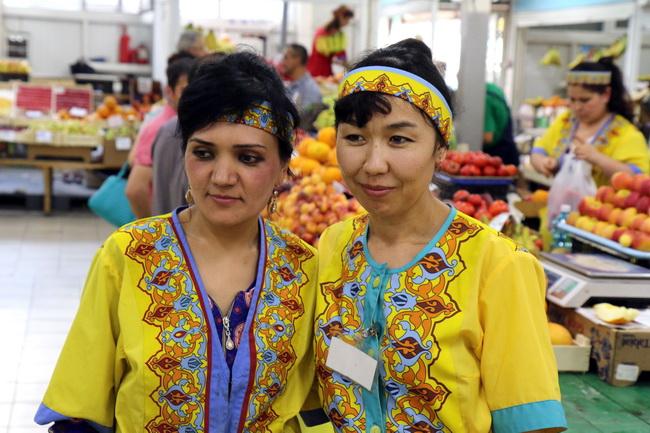 רוכלות קירגיזיות בשוק של נובוסיבירסק-צילום: גילי חסקין