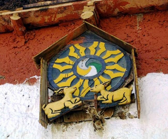גלגל הדהרמה בספיטי. הודו. באדיבות Wikipedia