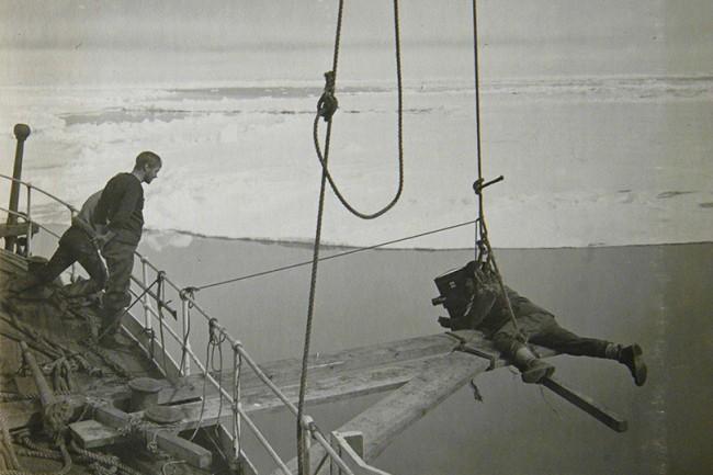 Ponting filming as the Terra Nova breaks through
