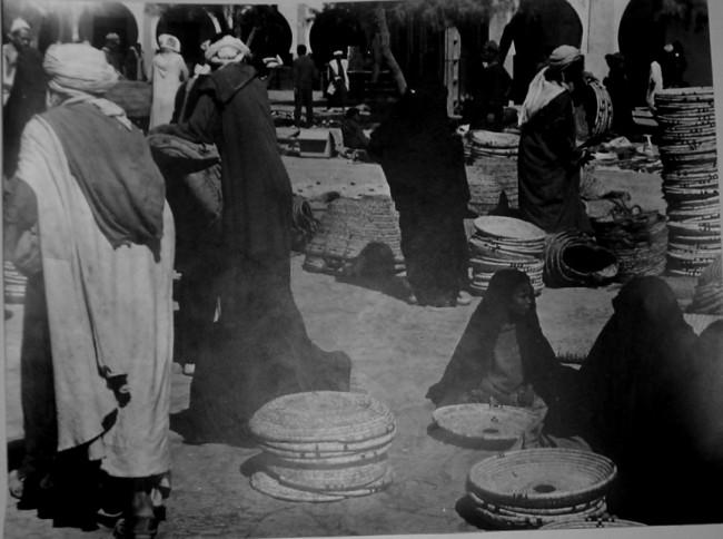 יהודים בשוק של ריסאני. אוסף התמונות של יגאל בן נון