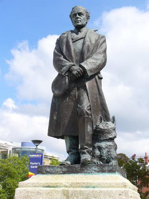 Robert_Falcon_Scott_Statue_Portsmouth Historic Dockyard,_resize