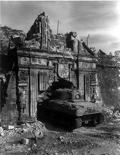 טנק שרמן במצודת סנטיאגו , ב-Intramuros. באדיבות Wikipedia