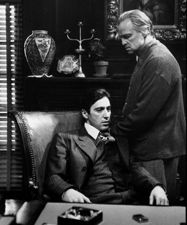 """מרלון ברנדו ואל פצ'ינו בסרט """"הסנדק"""". באדיבות Wikipedia"""