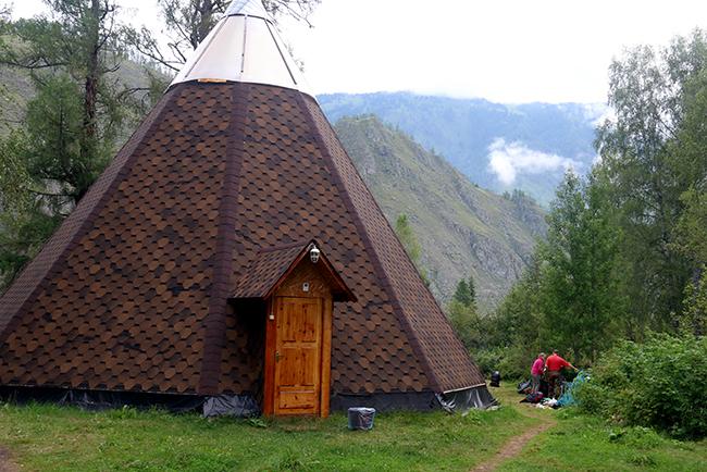 איל מונגולי במחנה ווסטניק. הרי אלטאי. ציום: גילי חסקין