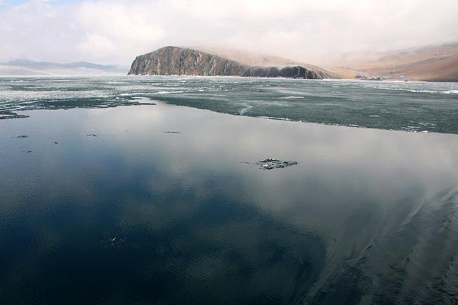 יימת בייקל. מבט מהאי אולחון. צילם: גילי חסקין