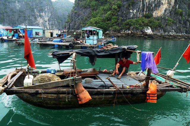 כפר דייגים צף ליד קאט בה. צילום: גילי חסקין