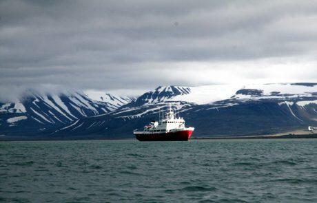 בעקבות דובי קטב וניבתנים באי שפיצברגן