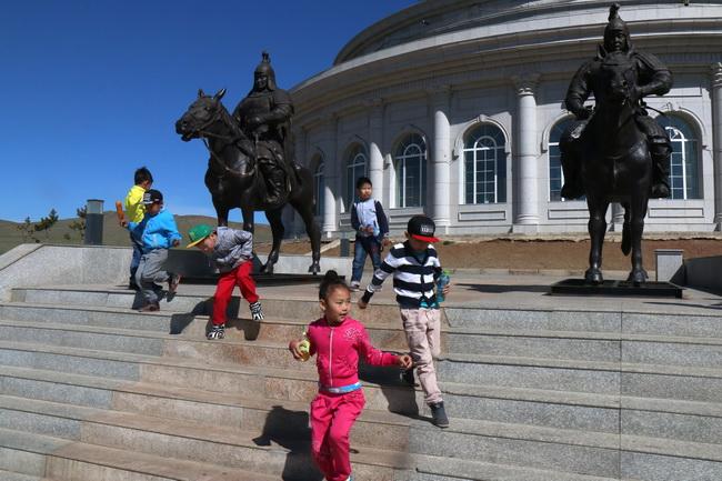 ילדי בית ספר, סמוך ךאולן בטאר. צילם: גילי חסקין